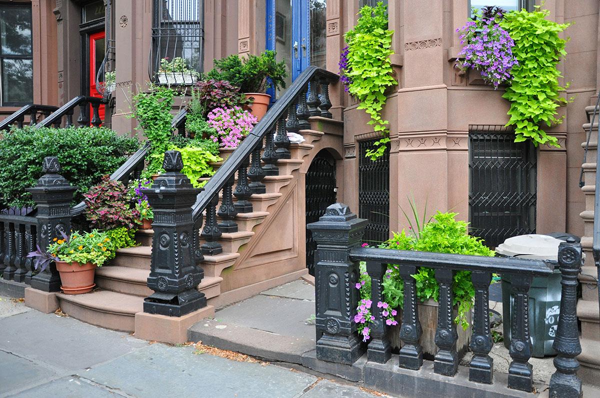Aménager un balcon avec des plantes artificielles