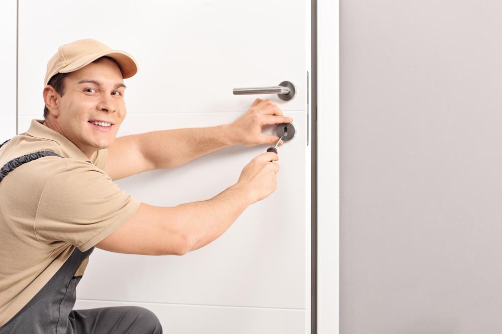 Choisir un professionnel pour la rénovation de vos portes